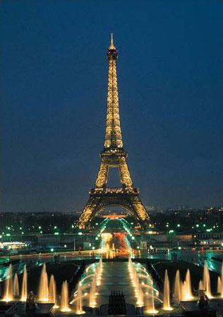 夜色中的埃菲尔铁塔