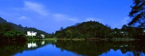 红珠湖畔 山水相映