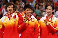 与队友问鼎北京奥运女团冠军