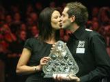 塞尔比夺冠热吻女友