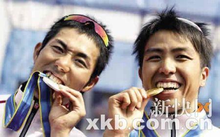 日本山本凉介(左)和细田雄一