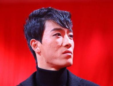 刘翔新发型亮相
