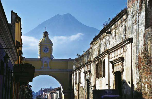 始建于16世纪初的安提瓜是中美洲最美丽的古城