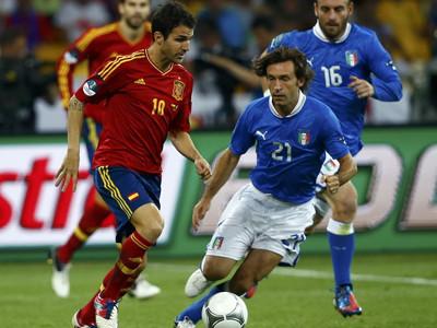 托雷斯传射西班牙4-0意大利夺冠