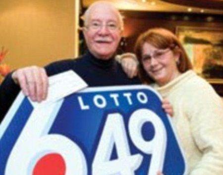 卢西安2009年中大奖时和前妻的合照