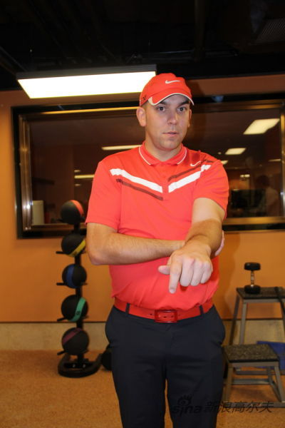 图5、下压左手腕到极限位置