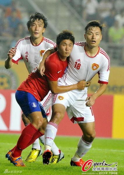 中国男足在韩国的主场0-0逼平了韩国