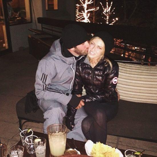 达斯汀亲吻未婚妻鲍琳娜-葛瑞兹基
