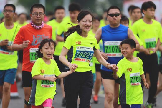 """2013年,依据中国田径协会马拉松等级评定办法, """"李宁中国10公里路跑"""