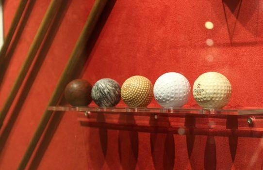 九龙湖国王酒店博物馆陈列的5颗高尔夫球代表了高球演变史上的五个重要时刻