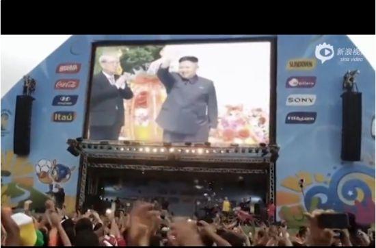 金正恩出现在大屏幕上