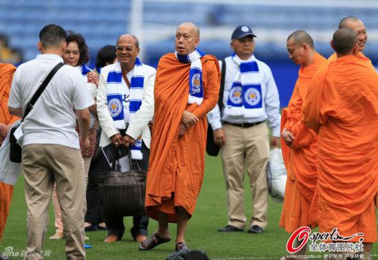 僧人观摩团