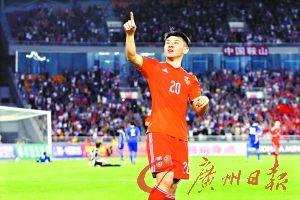 来自广州恒大的于汉超为国足打进逆转比分的第2球。 Osports