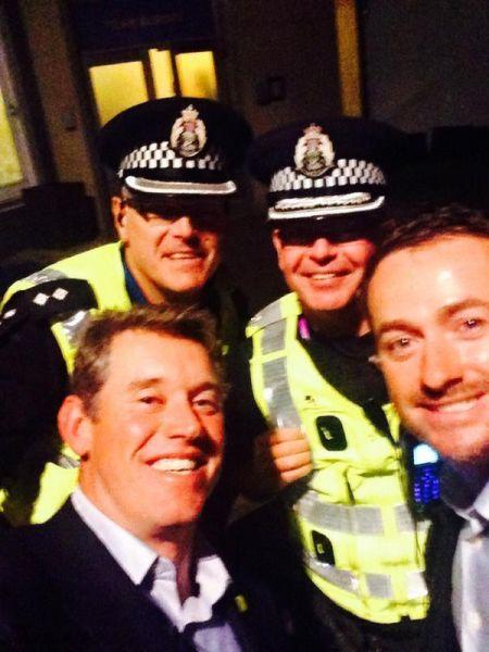 韦斯特伍德和麦克道尔被警察护送回家