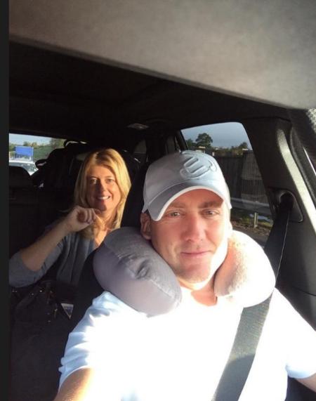 保尔特在放荡之后发出的照片是头上戴着飞行枕