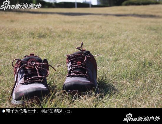 奥索卡徒步鞋低帮设计。