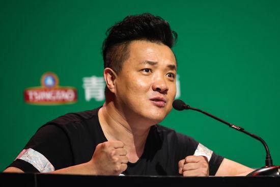 撒贝宁担任炫舞激情啦啦队评委 与杨健