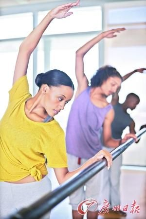 两人或多人同行健身,往往会事半功倍。