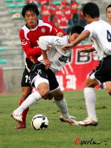 图文-[中甲]延边队0-2上海东亚坚持住我来接应