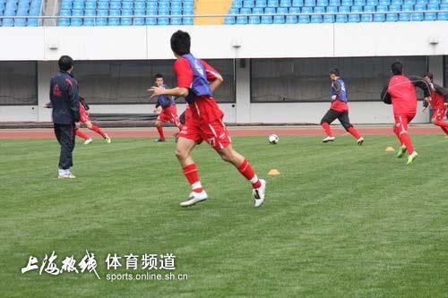 图文-浦东中邦源深熟悉主场赛前实战演习