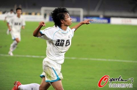 图文-[中甲]上海东亚6-1四川队王云龙庆祝进球