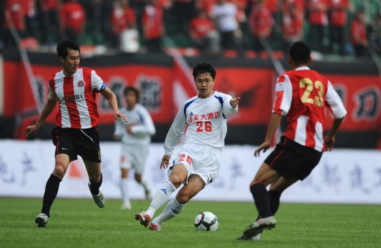 图文-[中甲]成都3-0南京突破两人的防守