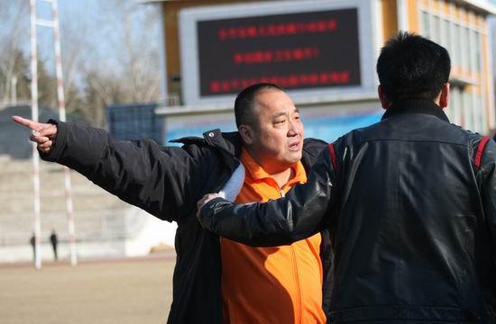 图文-[中甲]延边队1-0广东日之泉曹阳怒向第四官员