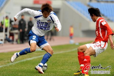 图文-[中甲]沈阳东进0-0上海中邦李健边路突破
