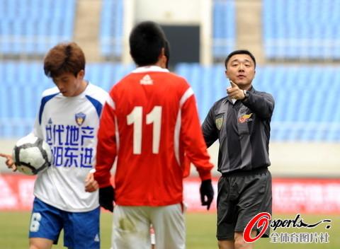 图文-[中甲]沈阳东进0-0上海中邦主裁判有所指