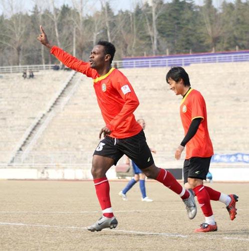 图文-[中甲]延边4-1南京有有卢杜拉庆祝联赛首球