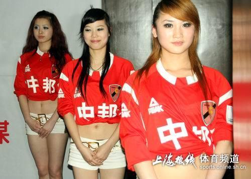 图文-上海中邦足球宝贝激情秀三女争先夺艳