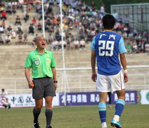 图文-[中甲]延边0-0广州恒大郜林被裁判口头警告