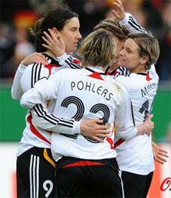 热身赛-普林茨点球引领攻击波中国女足0-2负德国