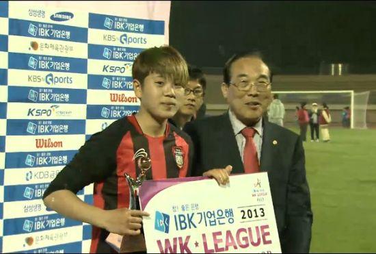 第二个进球更是让韩国球迷见识到了这位中国娘子军的