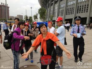 四川家长向警察哭诉:管管假球!昨天刚救辽宁队员命