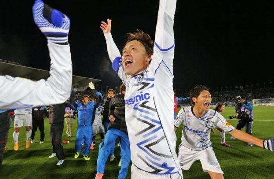 冈巴夺2014J联赛冠军 远藤保仁激情庆祝