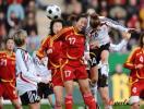 图文-[女足热身赛]女足0-2德国张�b奋力争顶头球