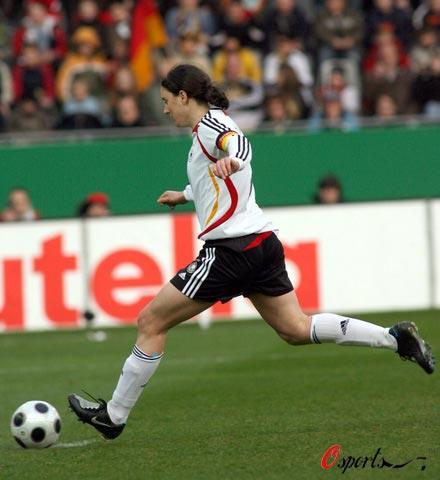 图文-[女足热身赛]女足0-2德国普林茨点球一蹴而就