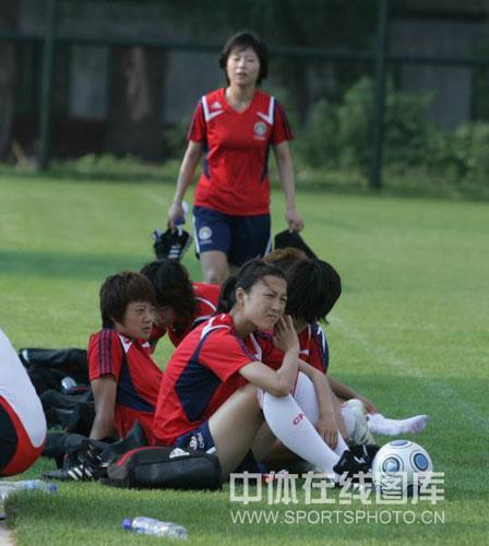 7月3日中国女足将离开中国足球学校,结束此次的秦皇岛集训,7月4日奔赴