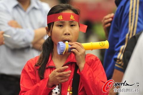 图文-[女足亚洲杯]中国VS韩国 挚诚的女球迷_国