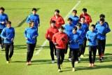 广东队球员慢跑热身