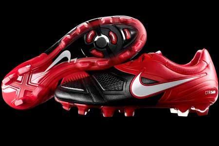 耐克第4系列足球战靴CTR360
