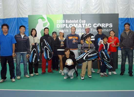 邀请赛在北京外交网球俱乐部顺利举办
