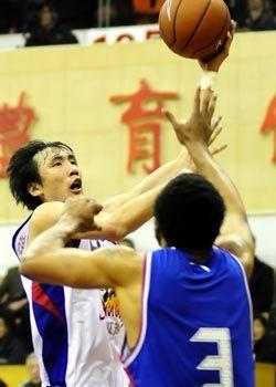 易立19分10板末节发力江苏险胜天津队终结5连败