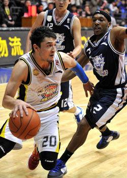 西热力江21+13迪奥古29分新疆胜东莞总比分1比1