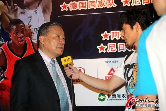 新浪专访前FIBA主席程万琦先生