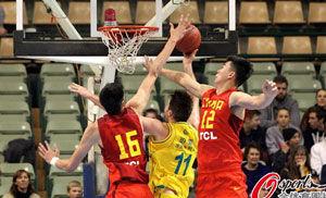 中国男篮苦战加时负澳洲双塔闪光周琦惊艳全场