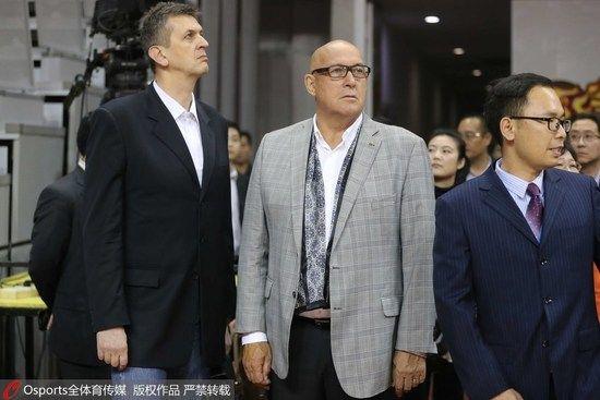FIBA考察中国的场馆情况