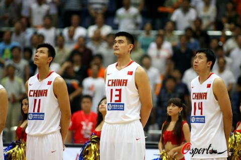 图文-[斯杯]中国男篮VS俄罗斯三人领衔男篮内线