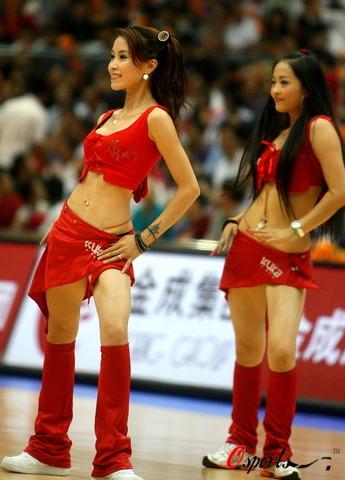 图文-[斯杯]中国男篮VS俄罗斯娇艳宝贝给男篮打气